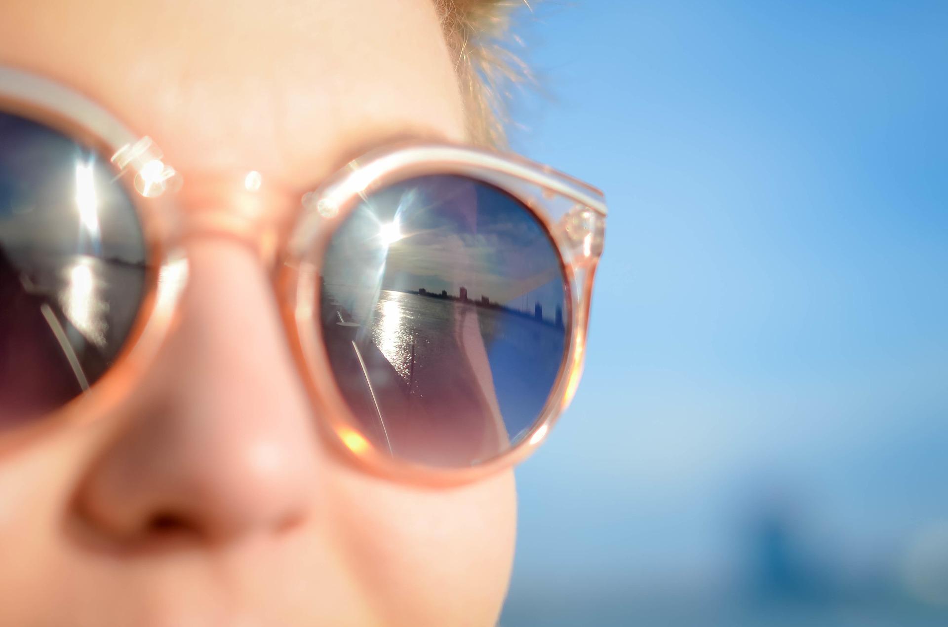 sunglasses-1209619_1920