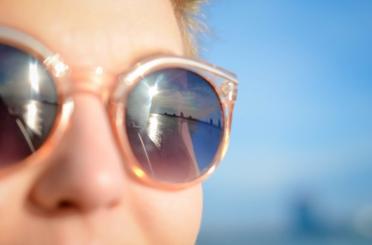 sunglasses-1209619_1920